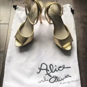 Alice and Olivia gold leather python steilto 8.5